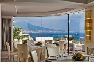 ナポリ: グランド ホテル ヴェスヴィオ  Grand Hotel Vesuvio