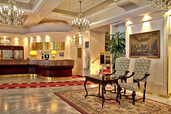 プラハ: ホテル アンバサダー ズラタ ウサ Ambassador Zlata Husa
