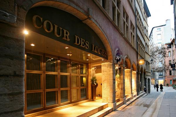 リヨン:クール デ ロージュ Cour des Loges